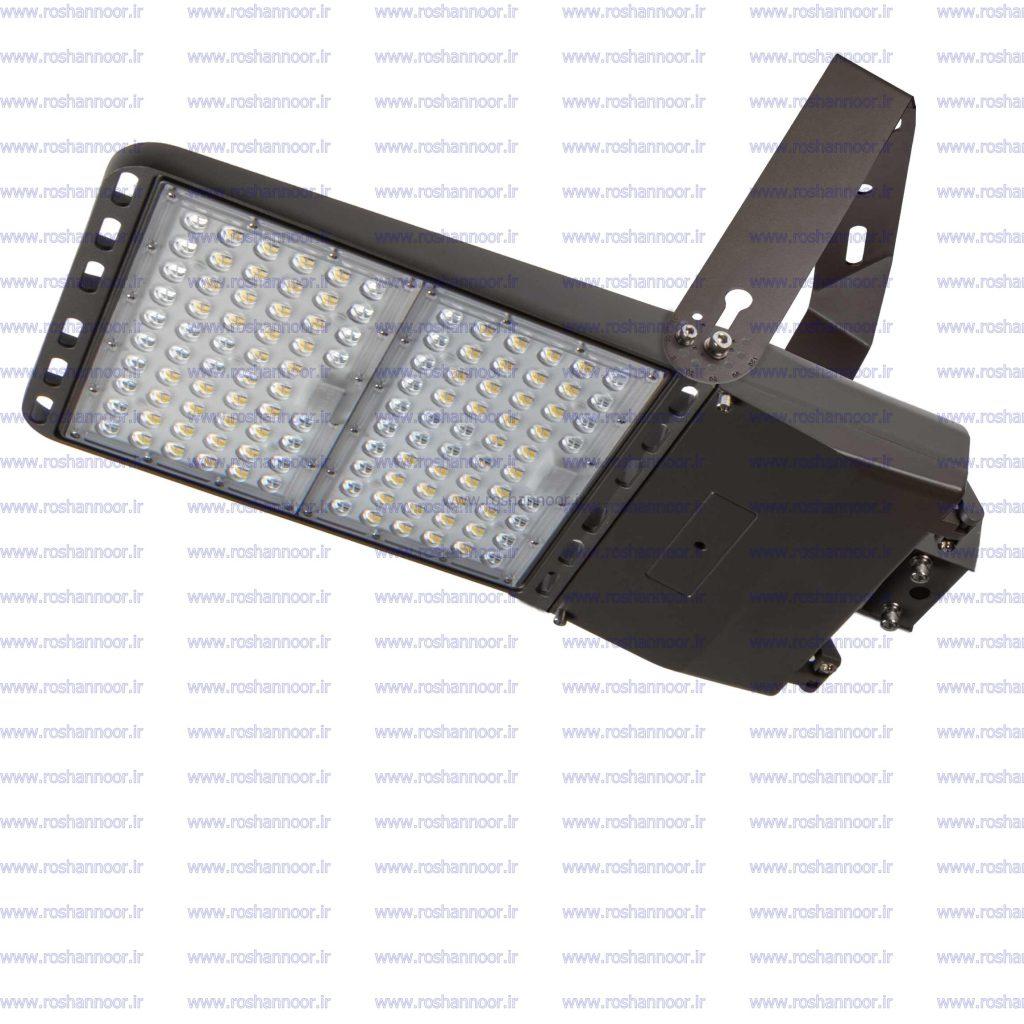 لامپ ال ای دی 500 وات عموماً به شکل پروژکتور ساخته می شود که شدت نور بسیار بالایی دارد. طول عمر بالا و طیف نوری یکنواخت از جمله ویژگی های لامپ ال ای دی 500 وات می باشد.