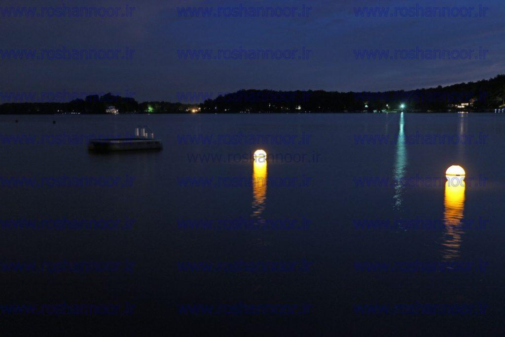 به دلیل شرایط خاص جوی که در داخل دریا وجود دارد، بهترین و با کیفیت ترین نوع ال ای دی برای علائم کمک ناوبری و چراغ های دریایی مورد استفاده قرار می گیرد تا میزان نور چراغ کاملاً مشخص بوده و رنگ آن با سایر المان های تجهیزات ناوبری قابلیت تفکیک داشته باشد.